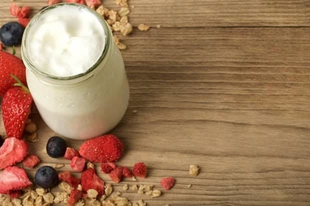 Йогурт: витамины и полезные свойства