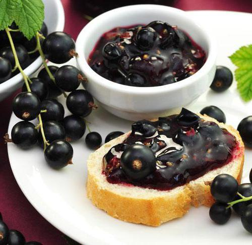 Какие витамины содержатся в черной и красной смородине?