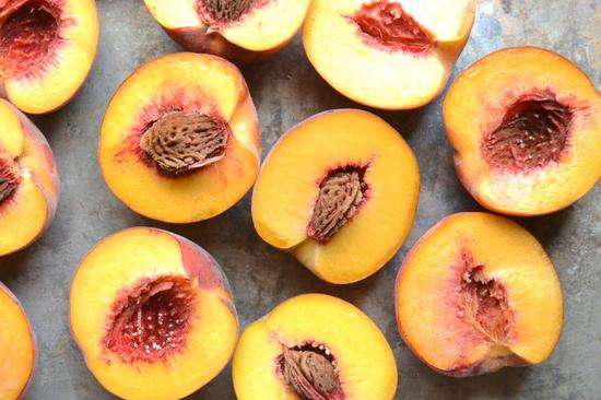 Персики: польза и вред для здоровья организма