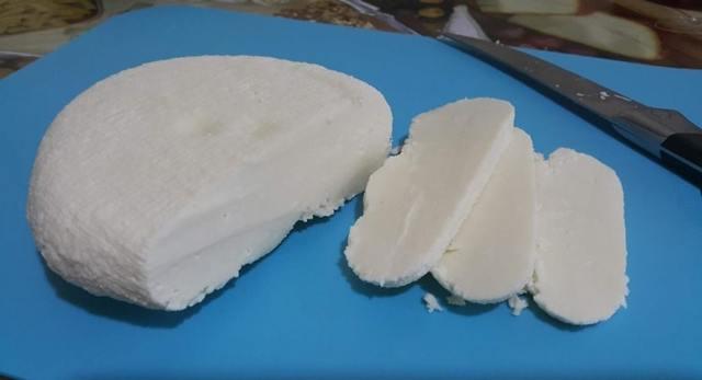 Адыгейский сыр: польза и вред для организма