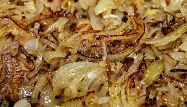 Жареный лук: польза и вред для здоровья