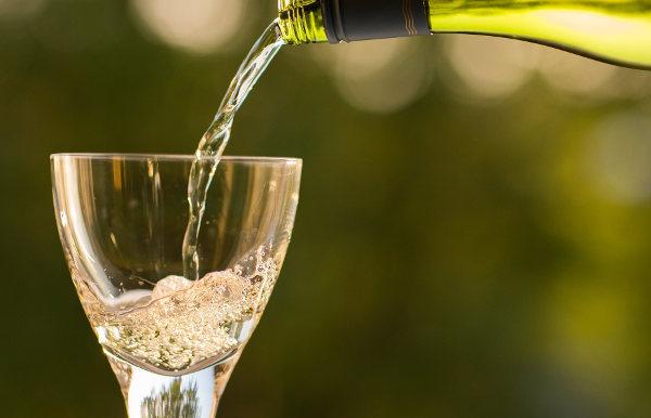 Белое вино: польза и вред для здоровья