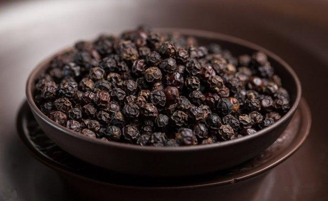 Черный перец горошком: польза и вред