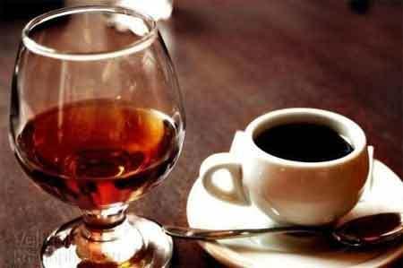 Как правильно пить коньяк: чем запивать и закусывать