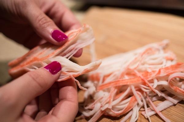Крабовые палочки: польза и вред для здоровья