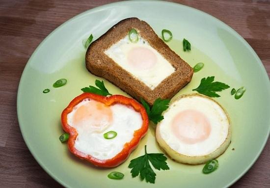 Жареные яйца: польза и вред для организма