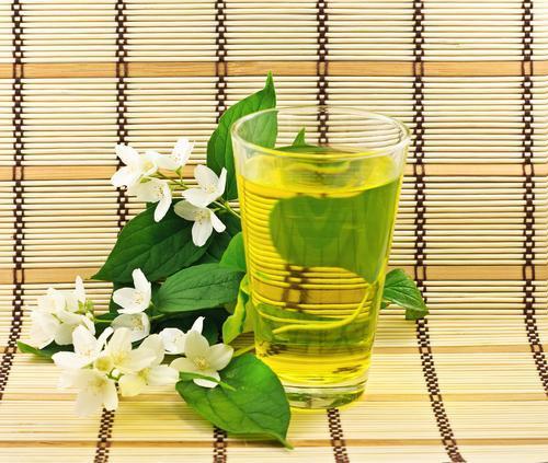 Чай с жасмином: польза и вред для здоровья
