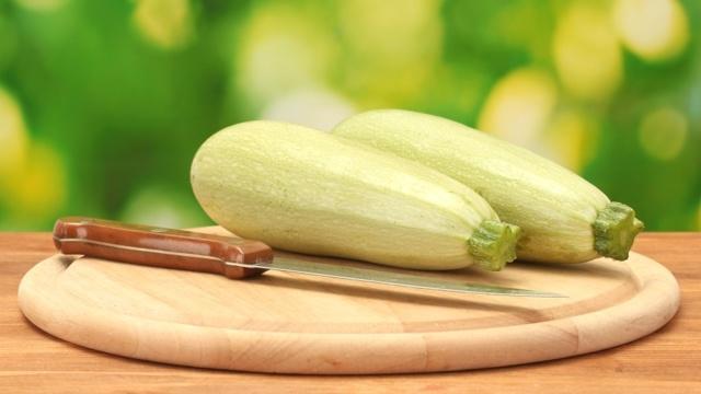 Кабачковая икра: польза и вред для организма