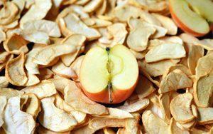 Сушеные яблоки: польза и вред для здоровья
