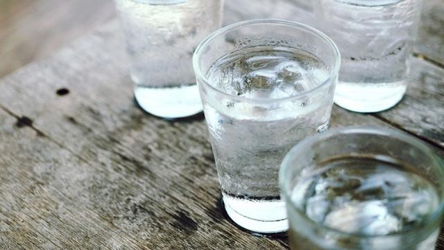 Минеральная вода: польза и вред для организма