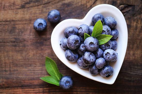 Голубика: польза и вред для здоровья организма
