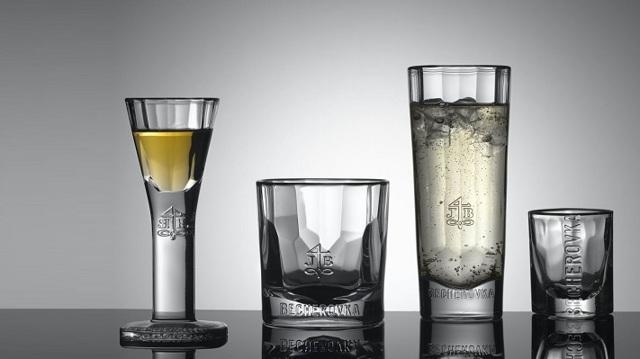 Как правильно пить бехеровку: чем запивать и закусывать