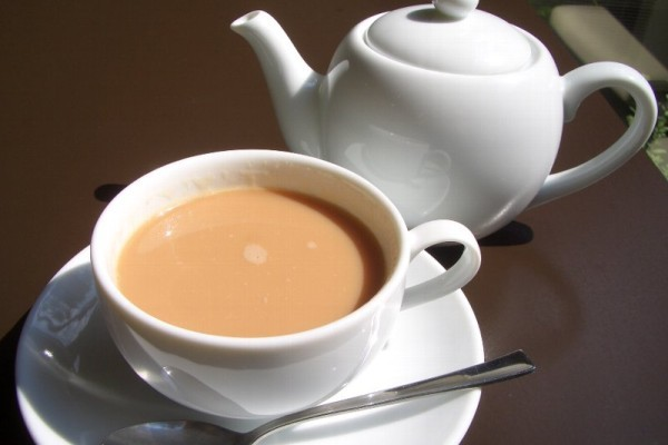Черный чай с молоком: польза и вред