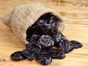 Чернослив: польза и вред для организма человека