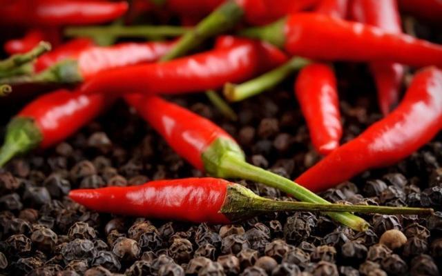 Острый красный перец: польза и вред для организма